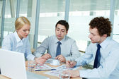 Discussing papers — Stock Photo