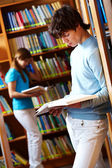 V knihovně — Stock fotografie