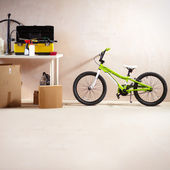 Mountain bike and equipment — Stockfoto