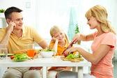 Comer alimentos saudáveis — Fotografia Stock