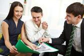 Discussing mortgage conditions — Foto de Stock