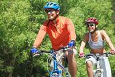 Rowerzyści w parku — Zdjęcie stockowe