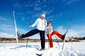 Skiërs in park — Stockfoto