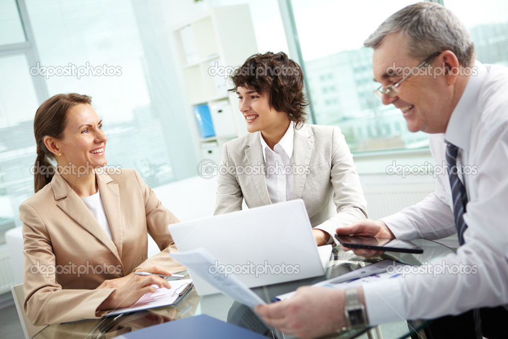 Business group of diverse age discussing some matters, tilt up — Stock Photo #10730748