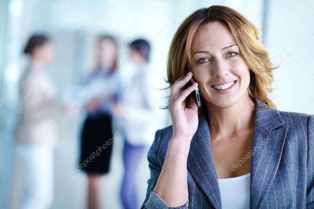 фото разговор по сотовому телефону
