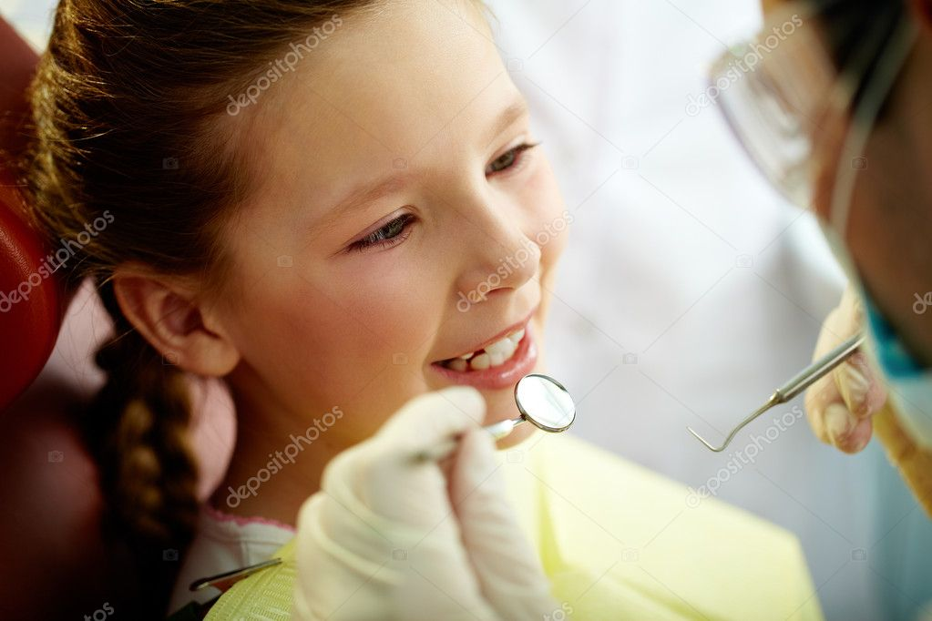 Close up portrait of a little smiling girl at dentist's office  — Stock Photo #10733692