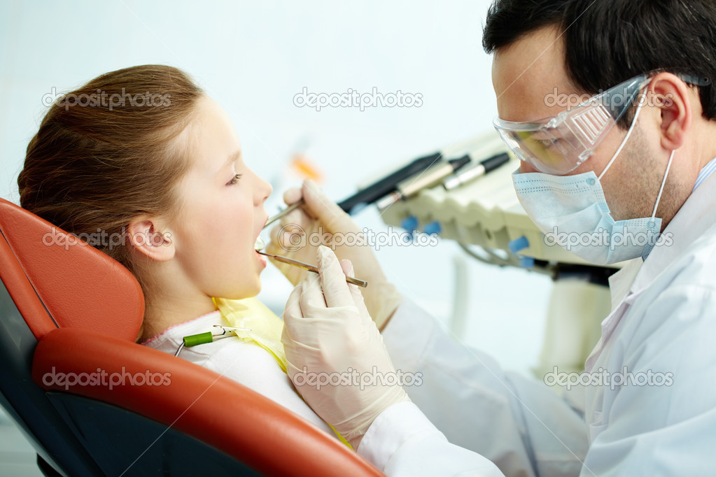 Side view of a dentist and his patient — Stock Photo #10733698