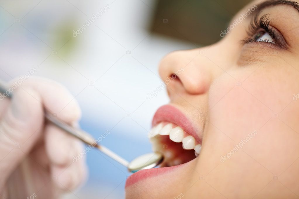 Close-up of a pretty patient with her mouth open — 图库照片 #10733784