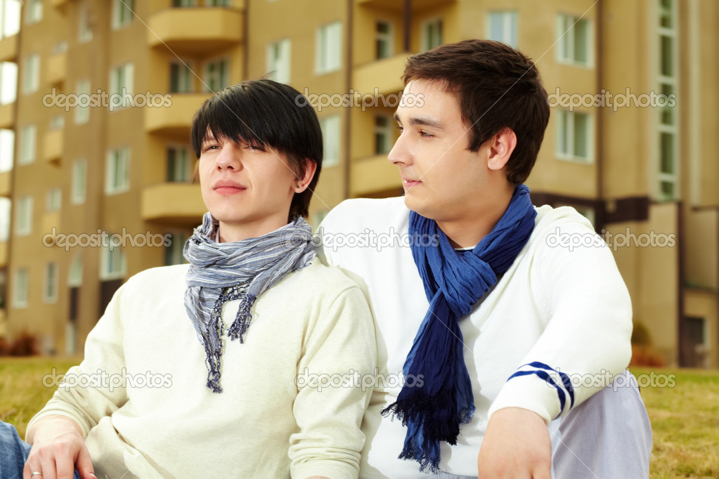 Close-up portrait of a homosexual couple spending time together outdoors — Stock Photo #10734470