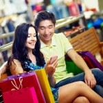 shoppers communiceren — Stockfoto