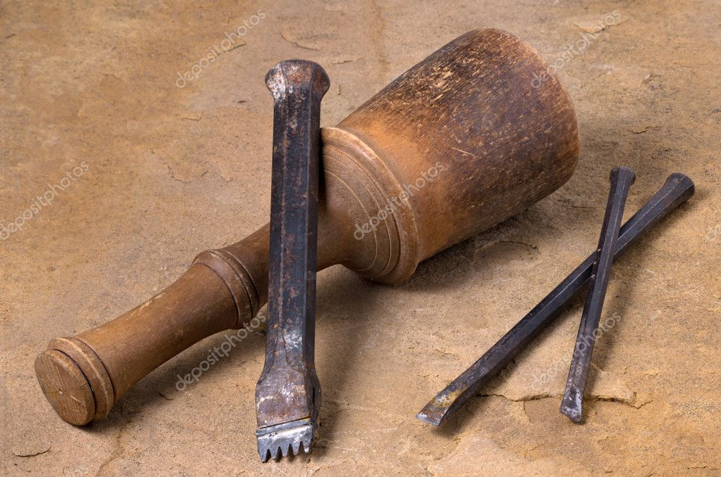 A mallet with three chisels — Stock Photo #10712637