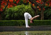 A beautiful woman exercising yoga outdoors — Stock Photo