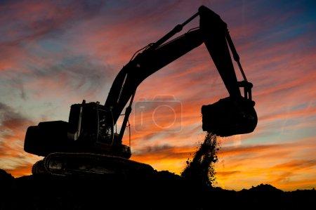 轨道类型装载机挖掘机在工作