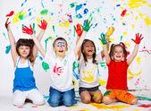 Malované děti s palmami a oblečení
