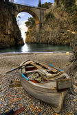 Fjordu furore, pobřeží amalfi, Itálie loď v beach
