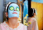 Legrační hospodyňka krásu zeleného jílu maska