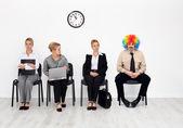 Jeden je v každém davu - klaun mezi uchazeči o zaměstnání