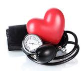 Černý tonometr a srdce izolovaných na bílém