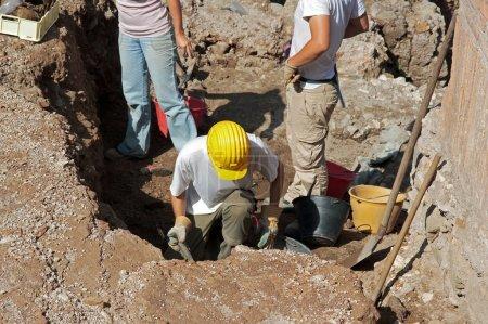 Постер, плакат: Scientists conducting archaeological excavations, холст на подрамнике