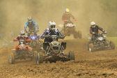5 quad motorkerékpár-versenyző