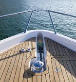 Elölnézet a tetején egy Yacht