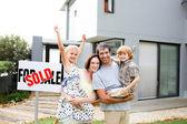 Rodina koupi domu
