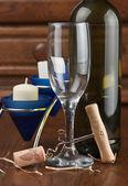 víno láhev a sklenice na víno