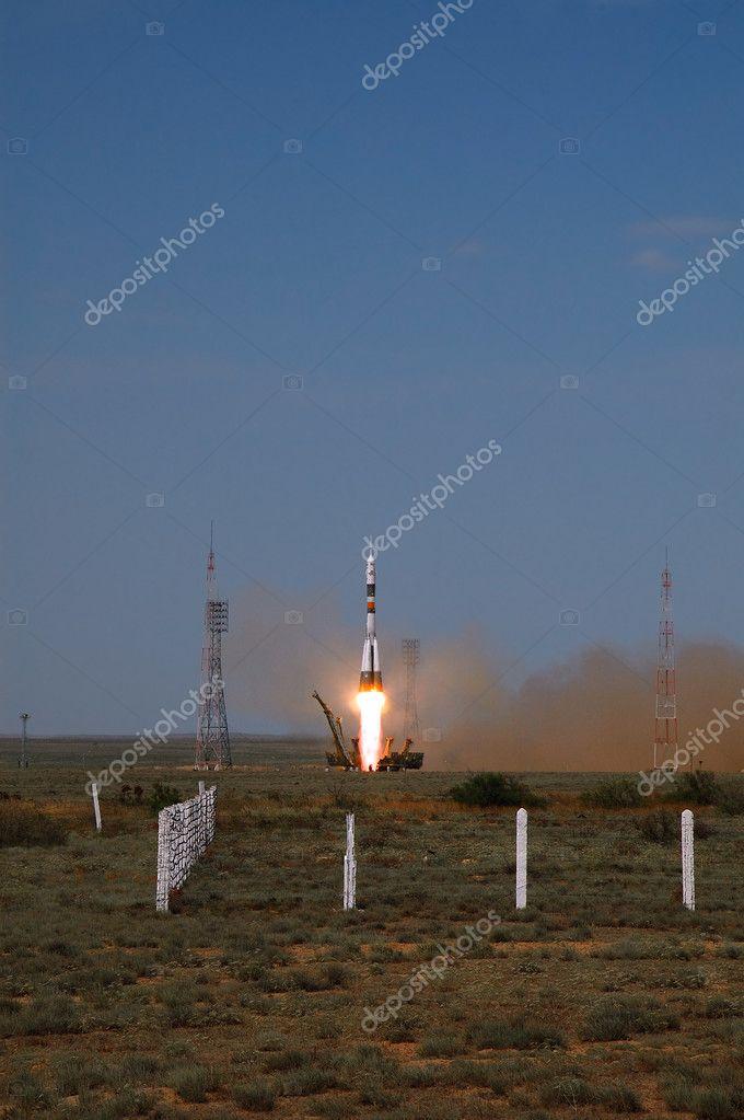 ソユーズ tma 15 を起動します。...
