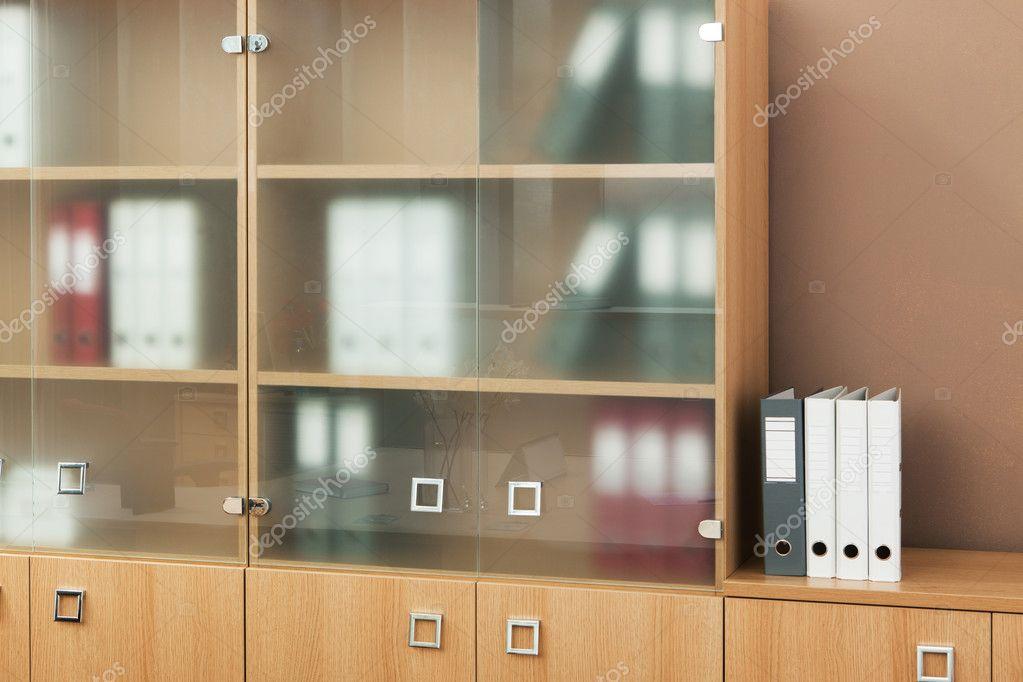 Libreria Ufficio Con Ante : Libreria con ante in vetro u foto stock igterex