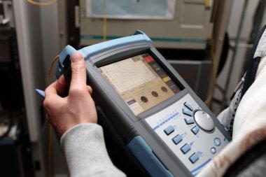 Maintenance of fibre optic line