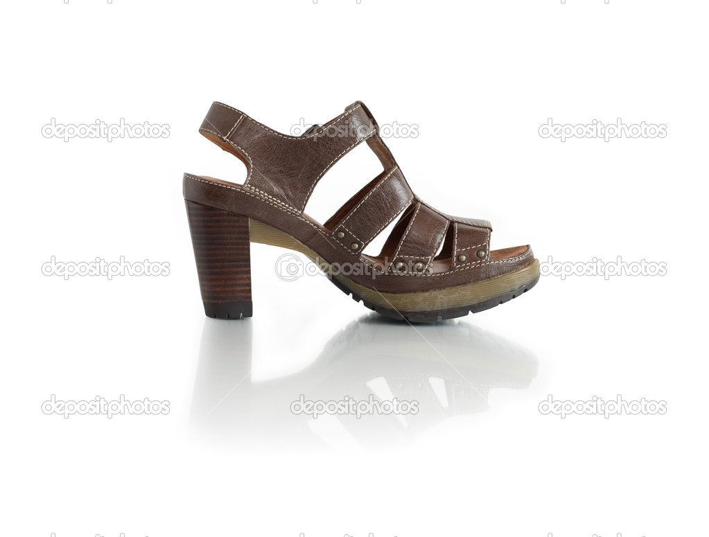 7dfb1e33b0a Ένα κομψό γυναικείο δερμάτινο παπούτσι καλοκαίρι. απομονωθεί σε λευκό με  διαδρομή αποκοπής — Εικόνα από ...