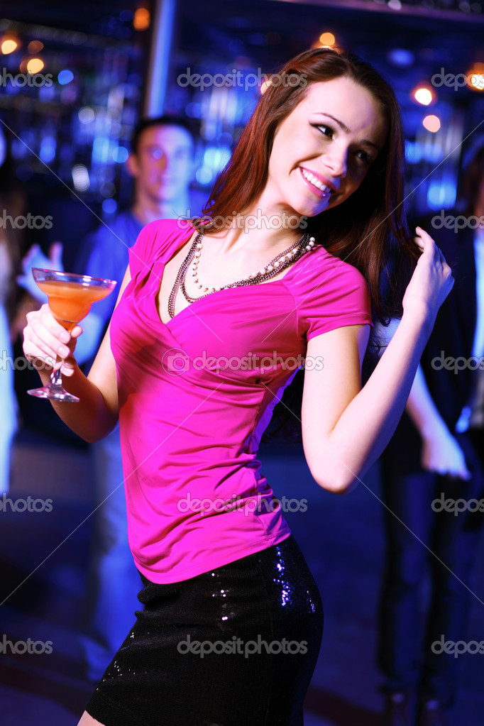 молодая китаянка на дискотеке