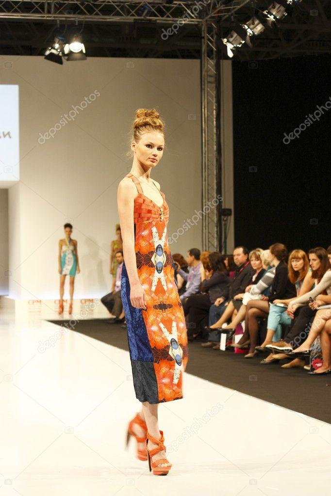 Показ мод женщин 36