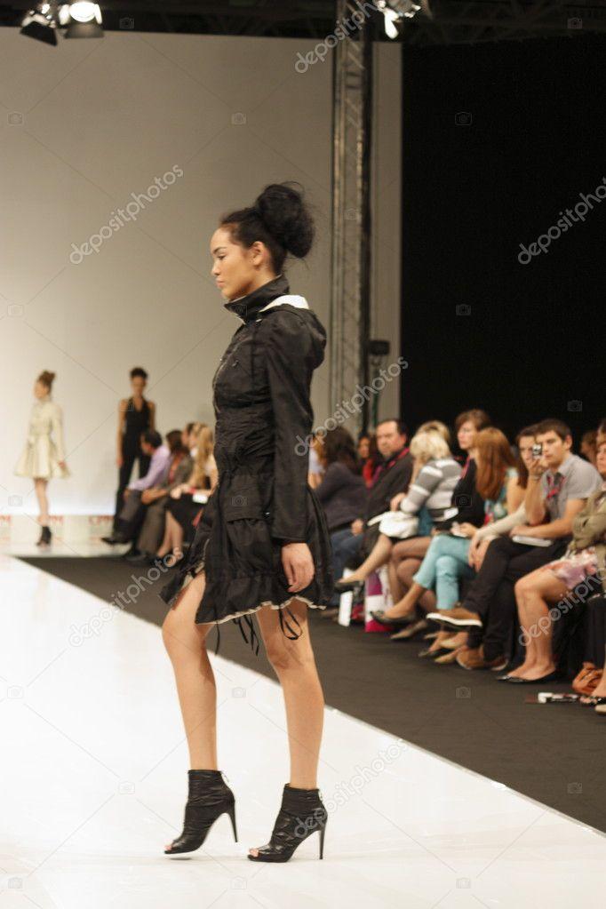 Показ мод женщин 75