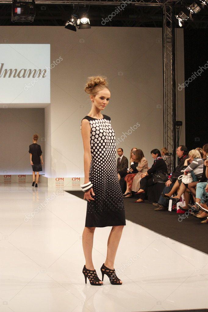 Показ мод женщин 73