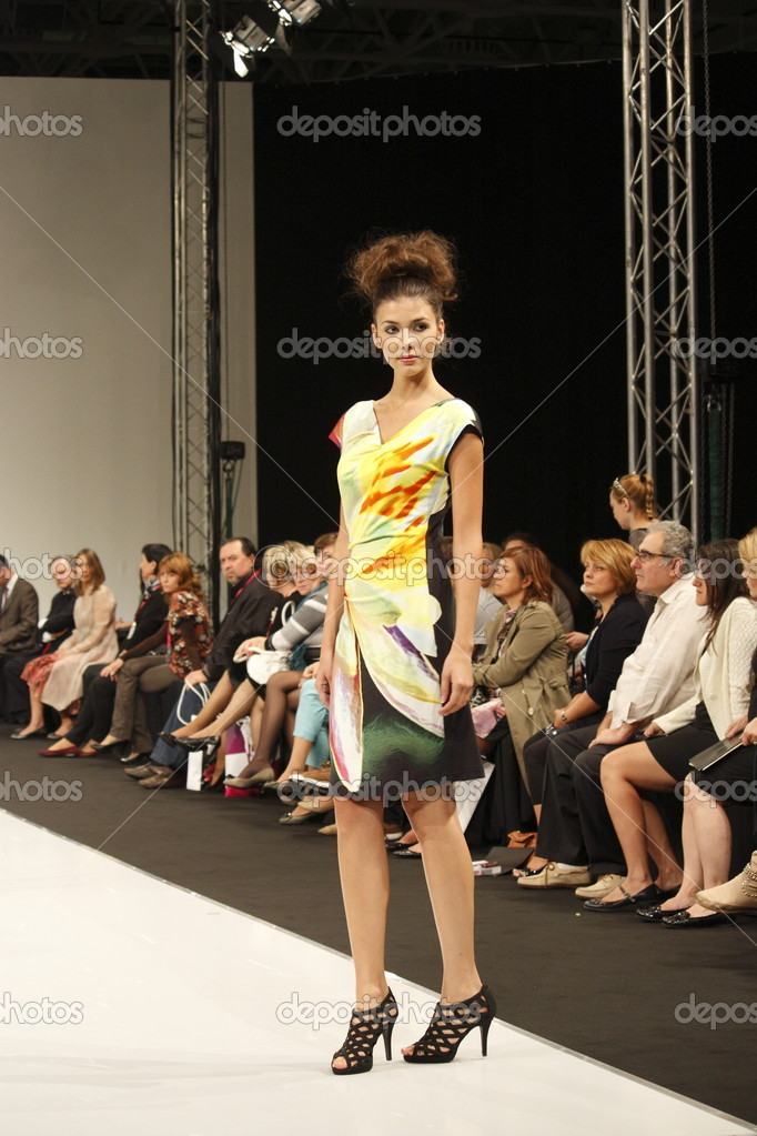 Показ мод женщин 27