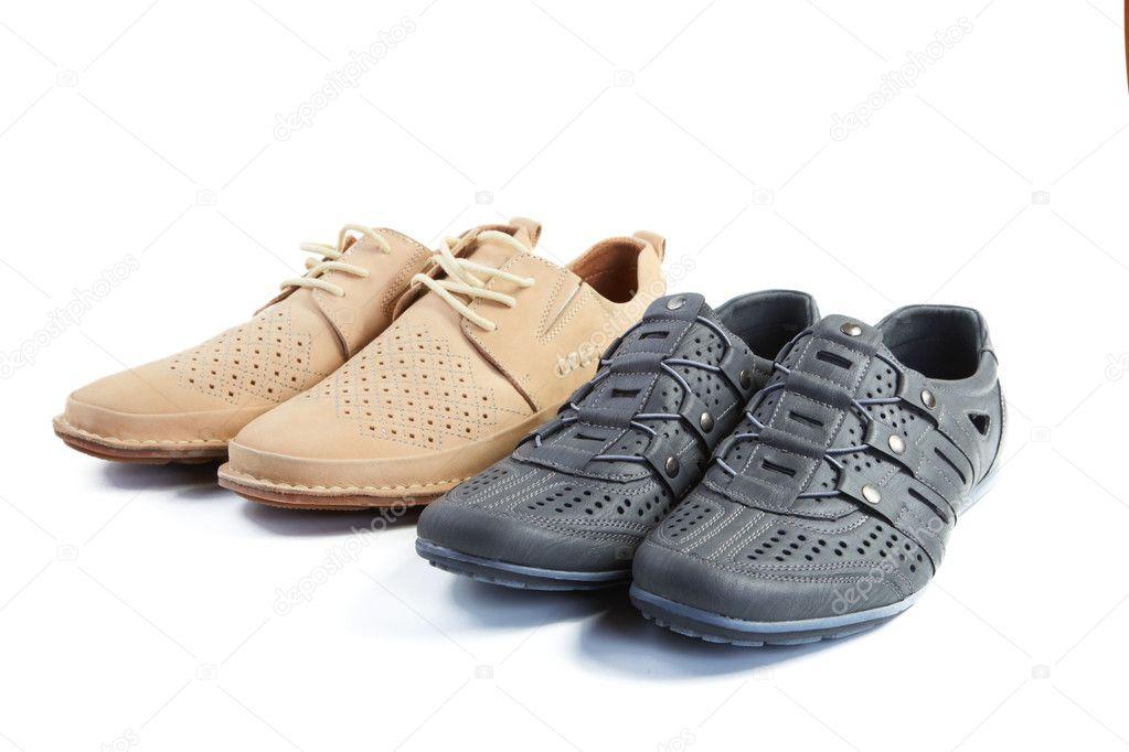 c9bdc78db57 Δύο ζεύγη Ανδρικά παπούτσια καλοκαιρινά απομονωθεί σε λευκό φόντο — Εικόνα  από ...