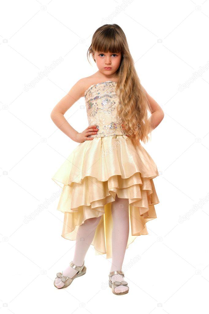 Belle petite fille en robe