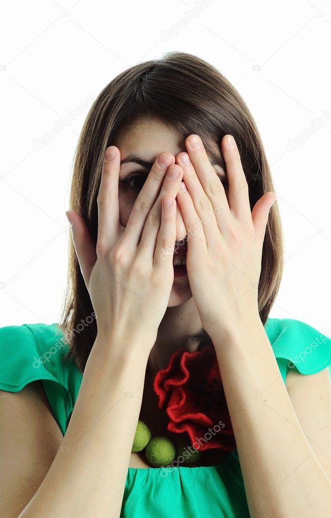 зависит девушка закрывает лицо руками от струи спермы вагинальным сексом, можете