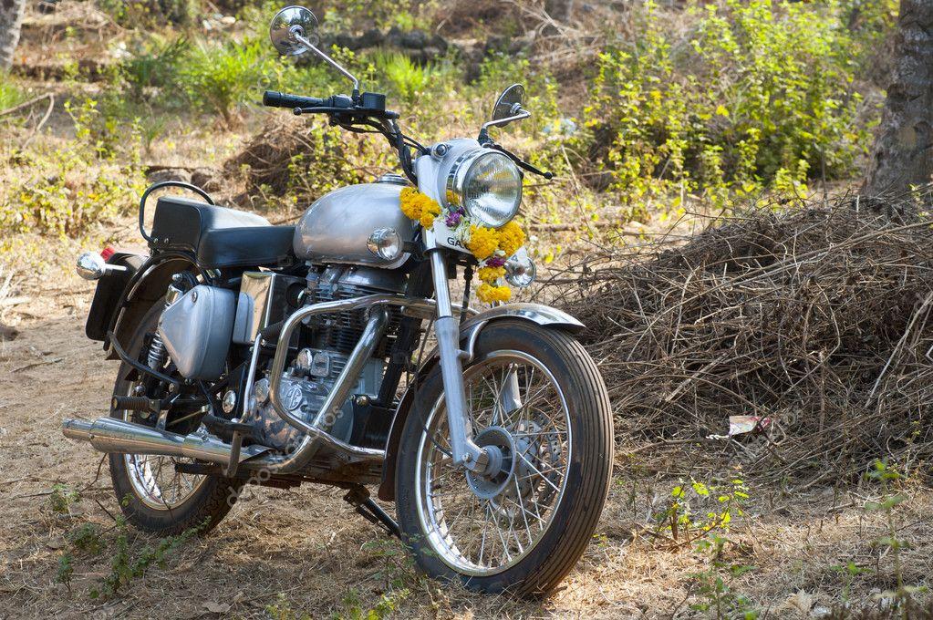 India, flowers decorated Motorcycle — Free Stock Photo © nanka-photo  #9684125