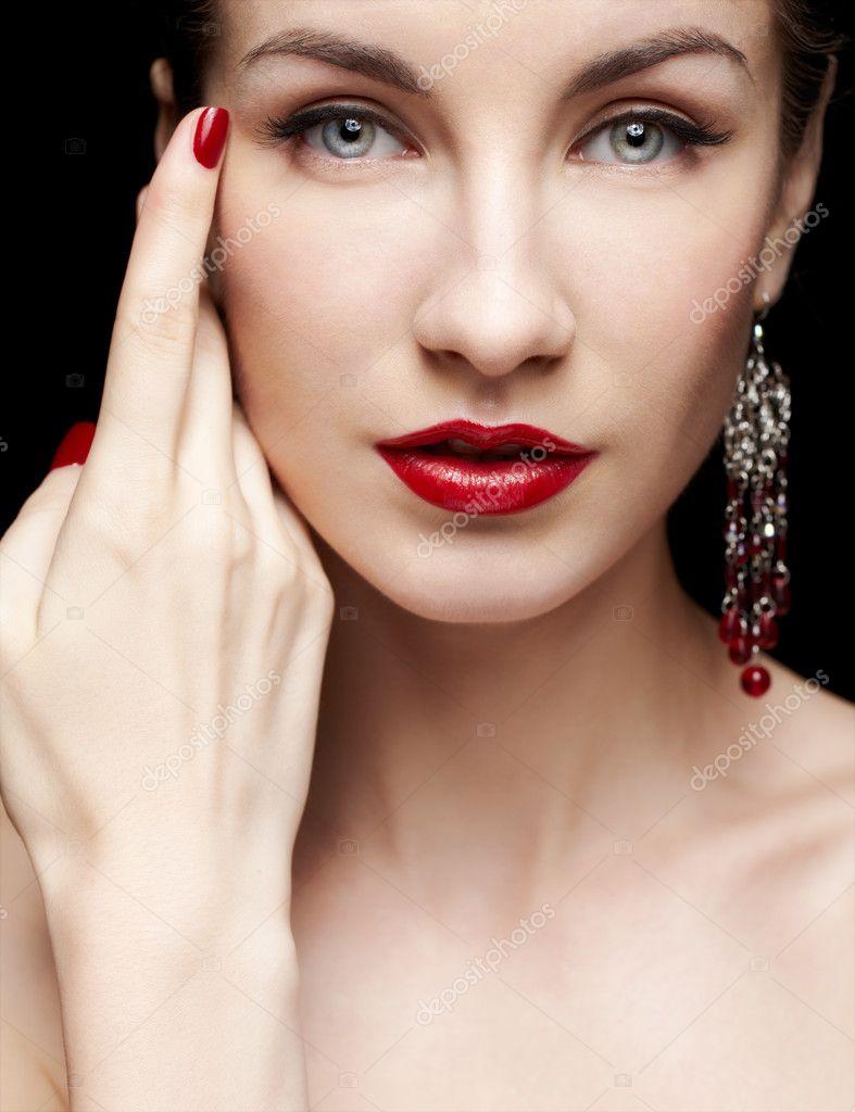 Посмотреть картинки красивых женщин--брюнеток 9