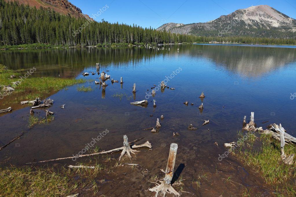 Фотообои Тихое озеро в горах
