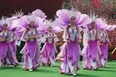 Čínská ensemble v Lila obleky