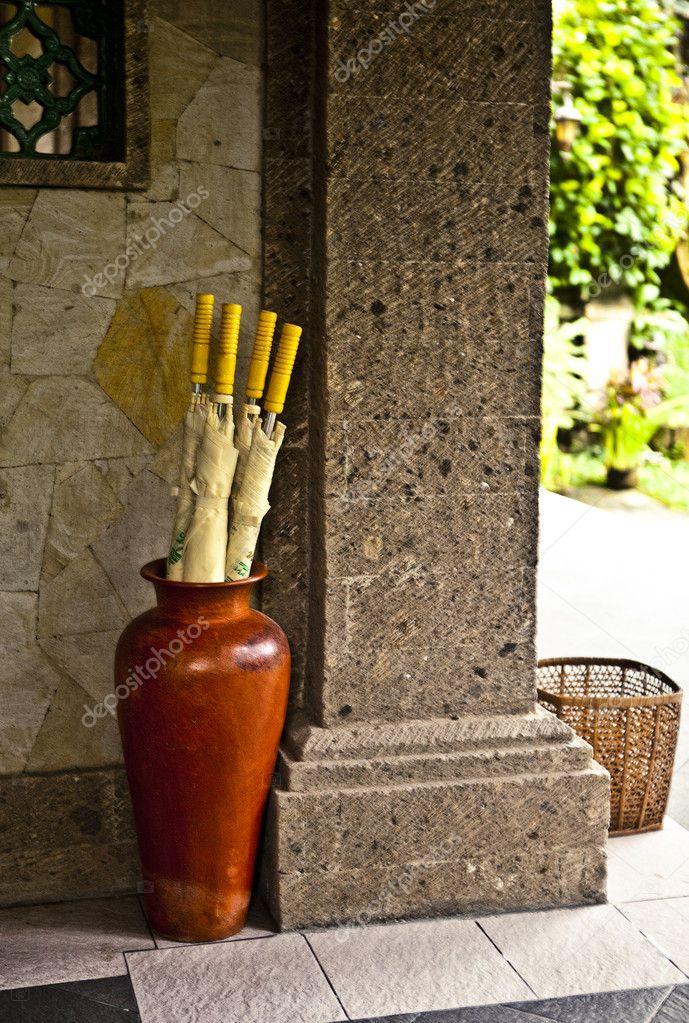 Portaombrelli in legno — Foto Stock © innervision #9112440
