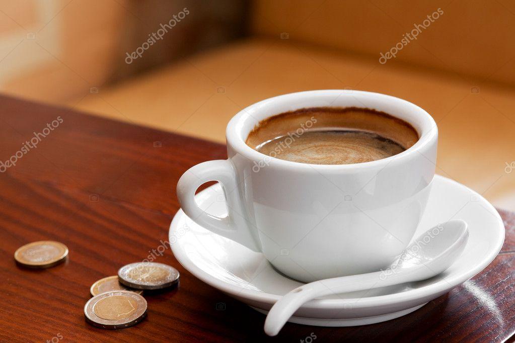 Tazza di caffè e soldi sul tavolo u2014 foto stock © chamillewhite #8904336