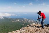 Fotograf s kamerou na horách