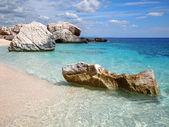 Fotografia spiaggia rocciosa in Sardegna
