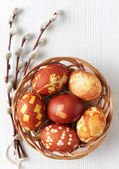 Photo Easter eggs colored with onion skin