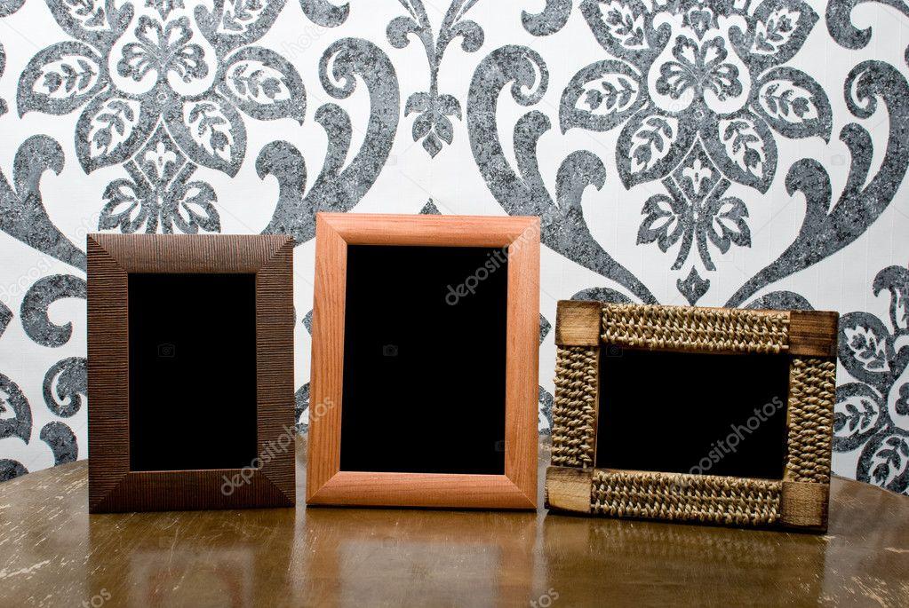 tres marcos de madera en vieja mesa vintage papel pintado nuevo ...