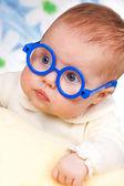 portrét legrační miminko s brýlemi